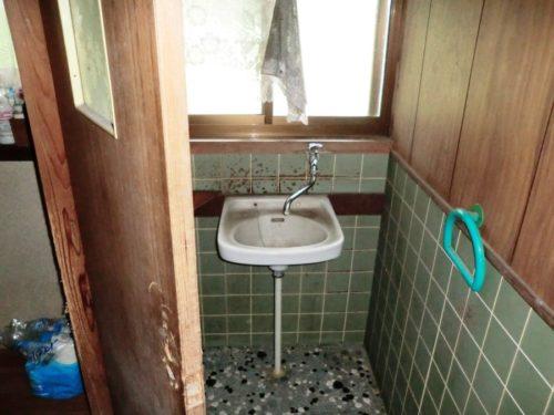 21-washroom1